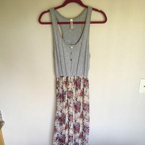 Dresses & Skirts - Floral sleeveless maxi dress size M